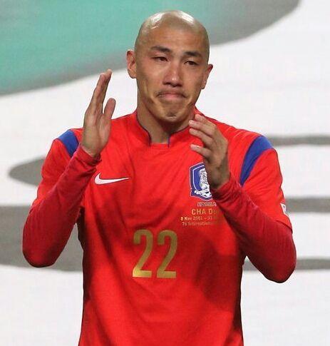 Defender Cha Du-ri bids teary farewell to int'l football