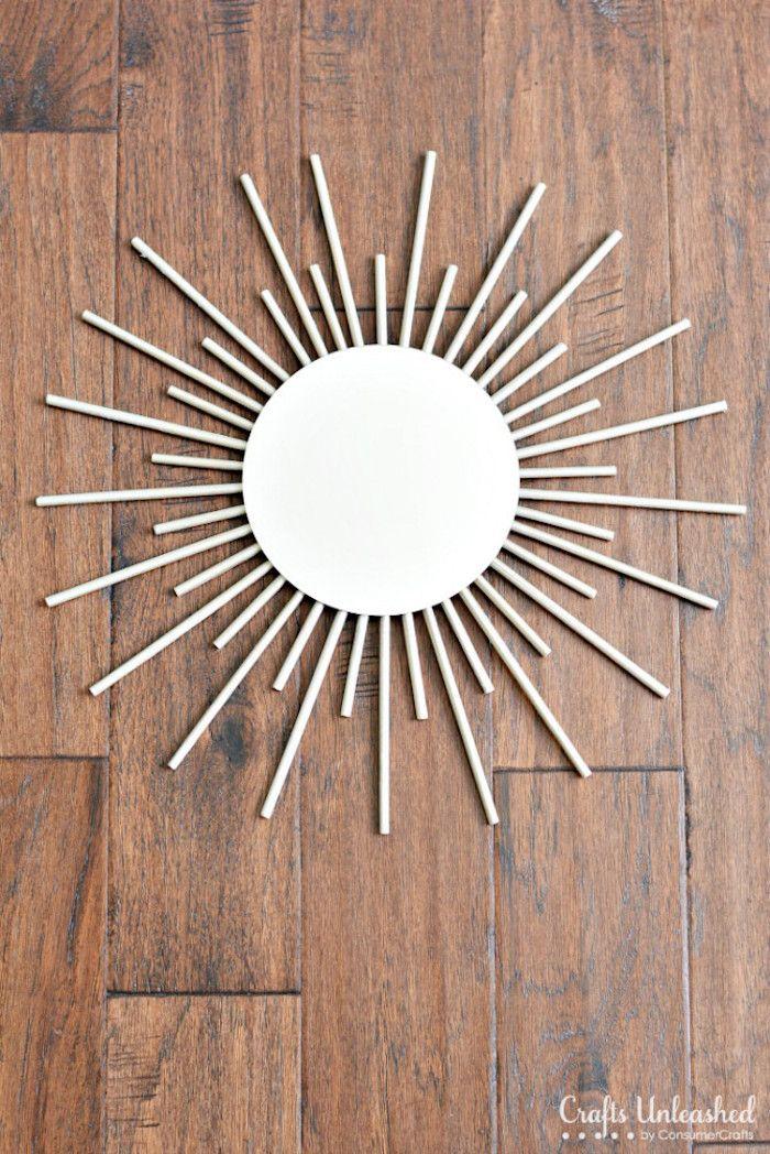 wohnzimmer wanddeko basteln sonnenspiegel aus holzstaben dekoriert mit goldener spruhfarbe handgemachte spiegel schmucken online shop metall baum