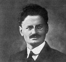 trotski hij was de leider van het roden leger ( de bolsjewieken )