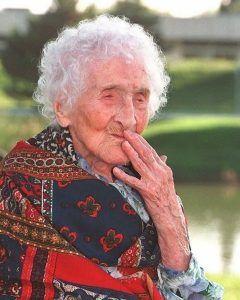 米アルバートアインシュタイン医科大学の研究チームが人の寿命の上限を発見したとする研究論文を発表したそうです 長年続いた最高寿命の上昇が1990年代にすでにその終点に到達していたことを突き止めたとのこと 世界には歳まで生きた人がいるらしいけどそれ以降は世界最年長者が115歳前後という傾向が続いているそうですよ 限界寿命まで生きてみたいものですねtags[海外]