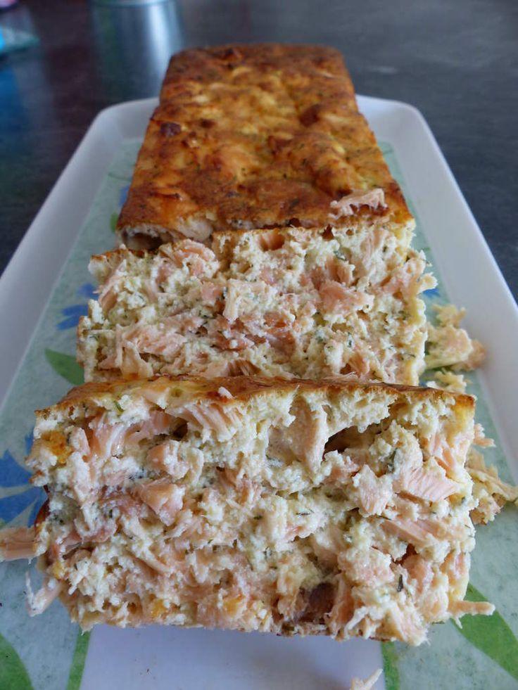 Bonjour, Aujourd'hui je vous propose une recette très simple que je fais souvent en été: le pain de poisson! Cette version aux 2 saumons est devenu un classique chez moi car tout le monde adore. Ce qu'il faut (pour une terrine de 4 à 6 personnes): - 350g...