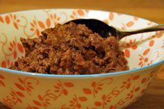 Beef rendang is een Indonesisch gerecht en is heerlijk romig, pittig, zacht en kruidig tegelijk. Combineer dit rendang recept met witte rijst en gado-gado.