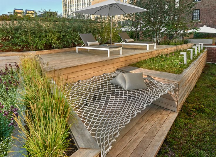 7 Design Lessons To Learn From This Awesome Roof Deck In Chicago // Build in furniture when you can -- Here you can see that instead of continuing the garden bed along the entire length, they decided to include an additional seating area, in the form of a built-in hammock.