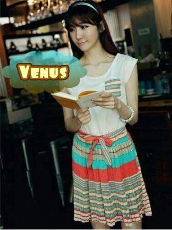 Mini Dress Korea Berbahan Rajut Halus Motif Stripe