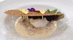 oeufs en meurette blanche et brochettes d escargots de macon