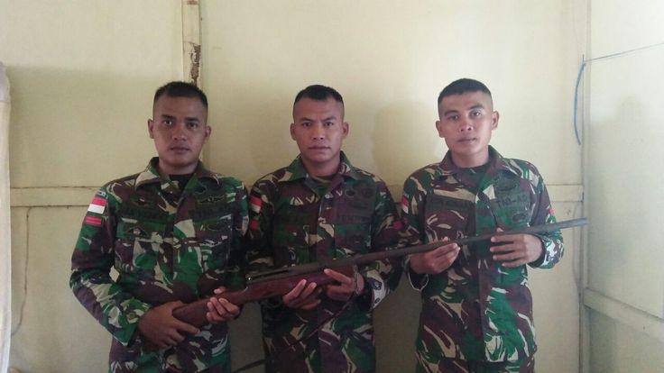 Warga Sipil Serahkan Senjata Rakitan ke TNI di Wilayah Perbatasan https://malangtoday.net/wp-content/uploads/2017/03/Satgas_Yonif_Mekanis_413_Kostrad.jpeg MALANGTODAY.NET – Satuan Tugas Pengamanan Perbatasan (Satgas Pamtas) Yonif Mekanis 413 Kostrad yang tengah bertugas di wilayah perbatasan RI-(PNG) menerima penyerahan senjata dari masyarakat, Sabtu (4/3). Satu pucuk senjata rakitan laras panjang diserahkan secara sukarela dan penuh... https://malangtoday.net/flash/nas