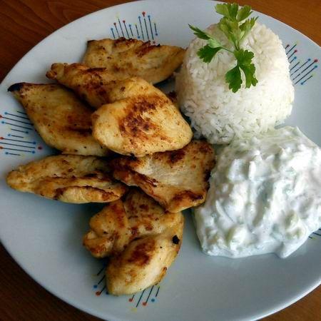 Tejben-vajban csirkemell tzatziki salátával és párolt rizzsel Recept képpel - Mindmegette.hu - Receptek