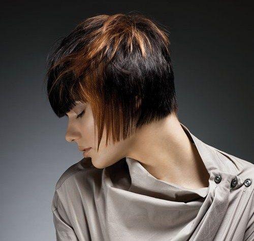 Tagli di capelli corti e femminili