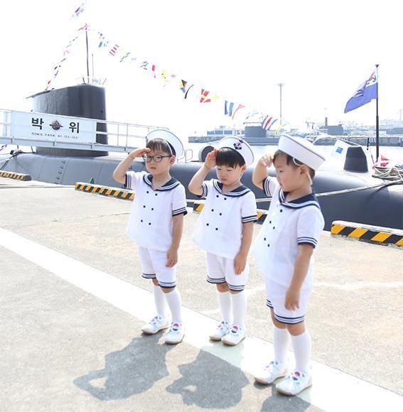 Daehan, Minguk, Manse Show Their Patriotism on South Korean Independence Day