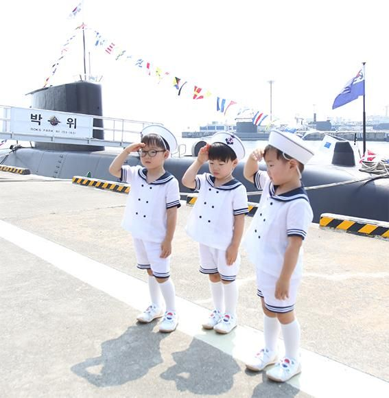 Daehan, Minguk, Manse Show Their Patriotism on South Korean Independence Day