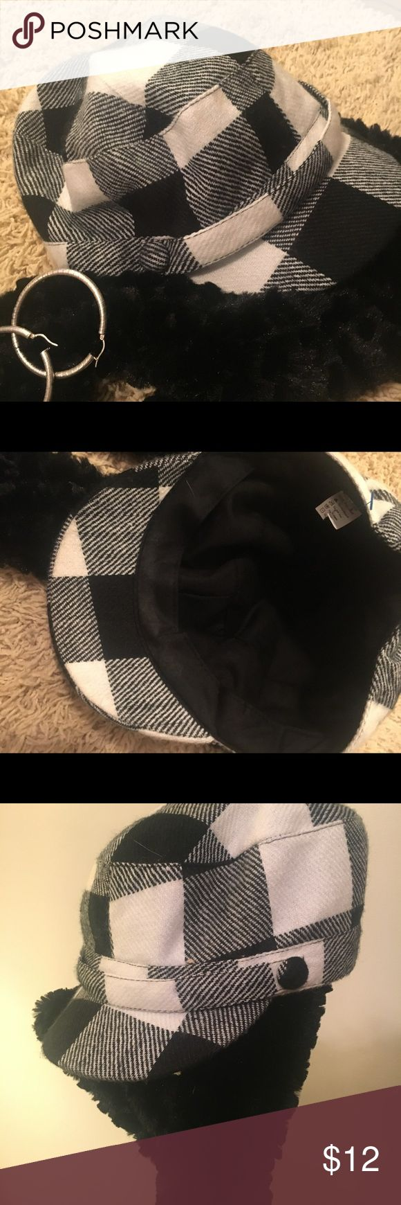 Black and White plaid Newspaper boy cap.. women's Black and White plaid Newspaper Boy hat .. size Small it does have a small piece of elastic on the back ... has a button on each side of the cap...  Really cute with jeans and a t-shirt and boots .. please ask questions before buying .. Thanks Accessories Hats