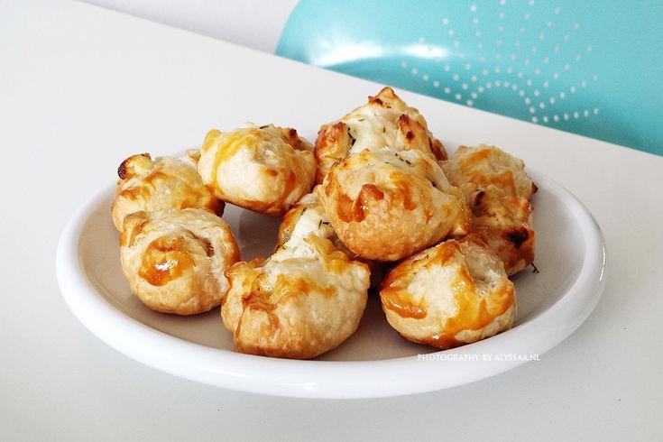 Recept: bladerdeeghapjes met geitenkaas & honing
