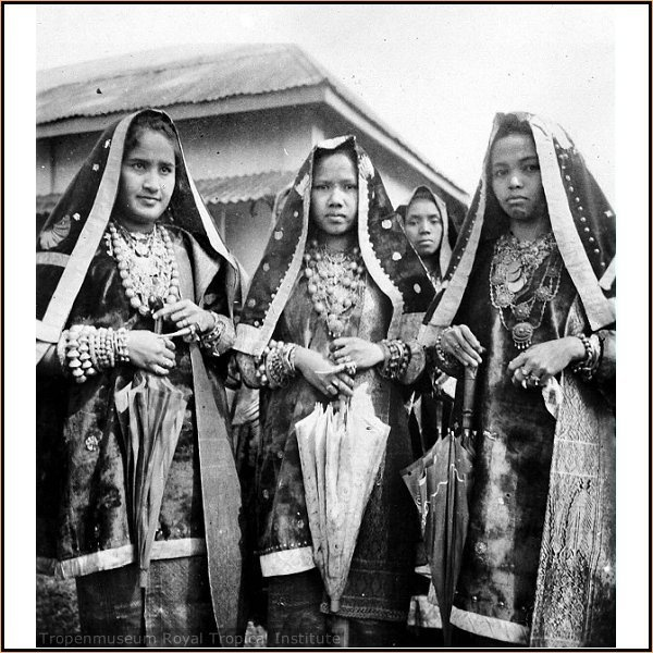 Indonesia, Sumatra. Minangkabau ladies from Koto Gadang - Indian influence on local fashion. Their culture ismatrilinealandpatriarchal, with property and land passing down from mother to daughter, while religious and political affairs are the responsibility of men (although some women also play important roles in these areas. This custom is calledAdat perpatihin Malaysia and Lareh Bodi Caniago in Indonesia.