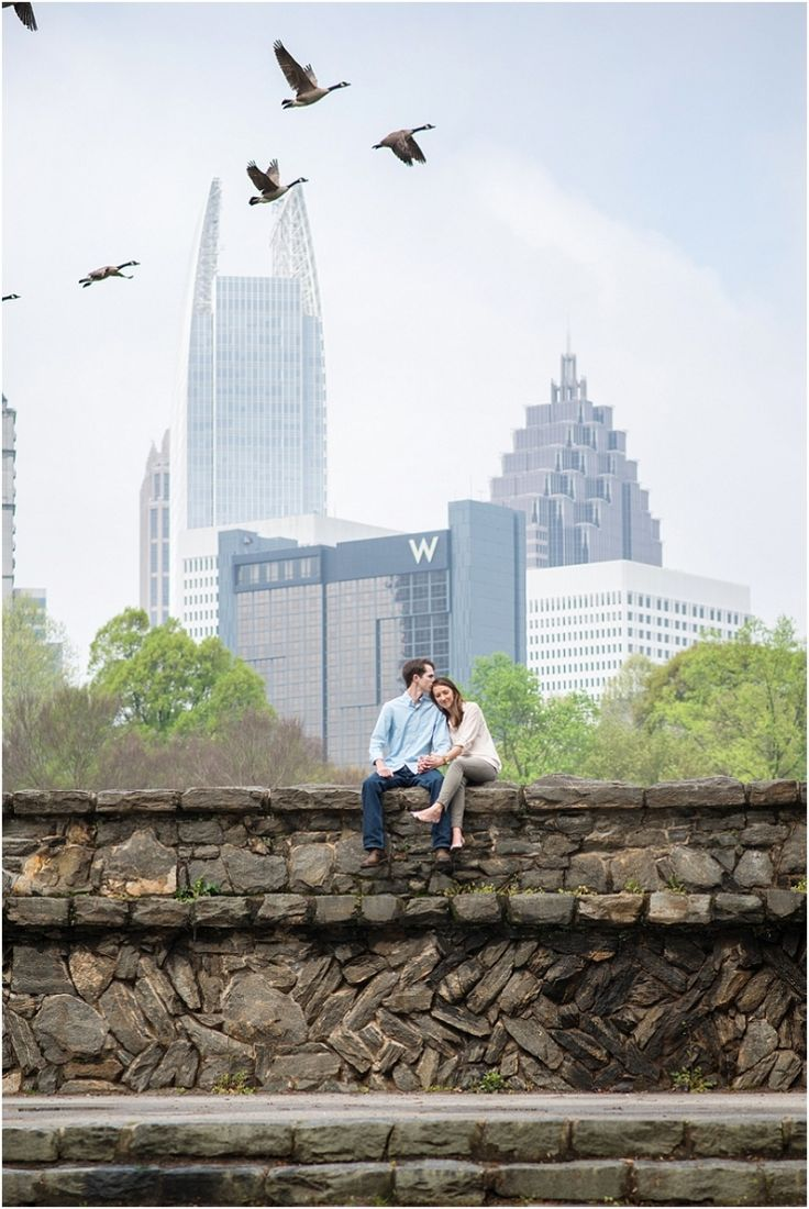 Piedmont Park Atlanta engagement session | Photography by Laura Barnes Photo