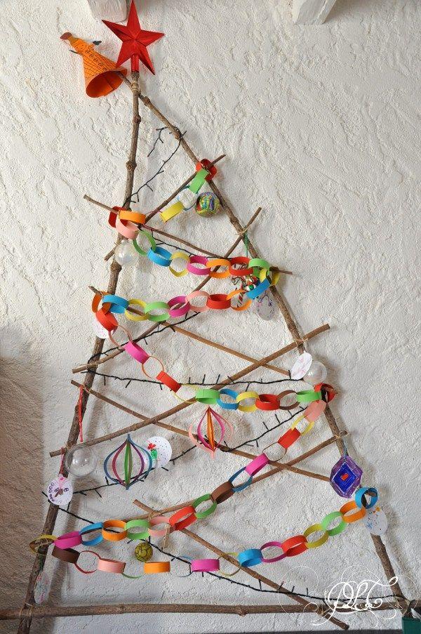 … um # 16 zu kreieren: Ein Weihnachtsbaum und seine kleinen Papierdekorationen   – Noël