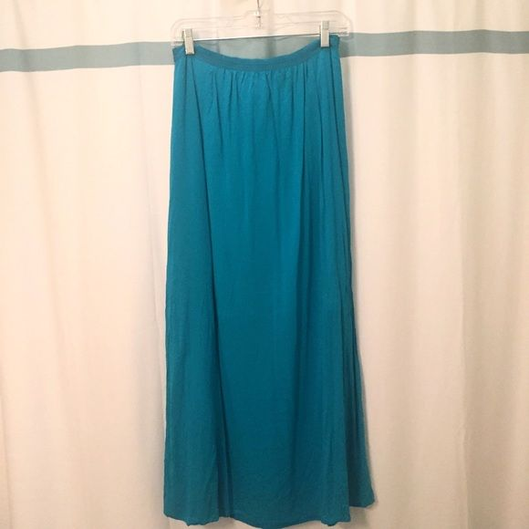 LOFT Teal Maxi Skirt Real maxi skirt from LOFT; only worn a couple of times; can dress up or dress down LOFT Skirts Maxi