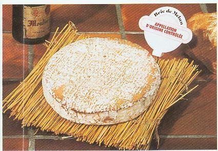 Brie de Melun - C'est un fromage au lait cru de vache à Pâte Molle à Croûte Fleurie (PMCF) d'un poids de 1,5 kg pour 27 cm de diamètre (il est moins grand que le Brie de Meaux, mais plus fort en saveur et odeur). Le Brie de Melun existe aussi sous la forme de « vieux-brie » (plus sec et couleur brune).
