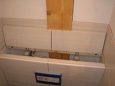 Voici en quelques photos, le montage et l'habillage d'un WC suspendu. Mise en place d'une ossature autour du châssis. Fixation de la plaque de fermacell sur l'ossature. Pose de la faïence. Ne pas oublier la trappe pour accéder à la chasse. Joints du carrelage...