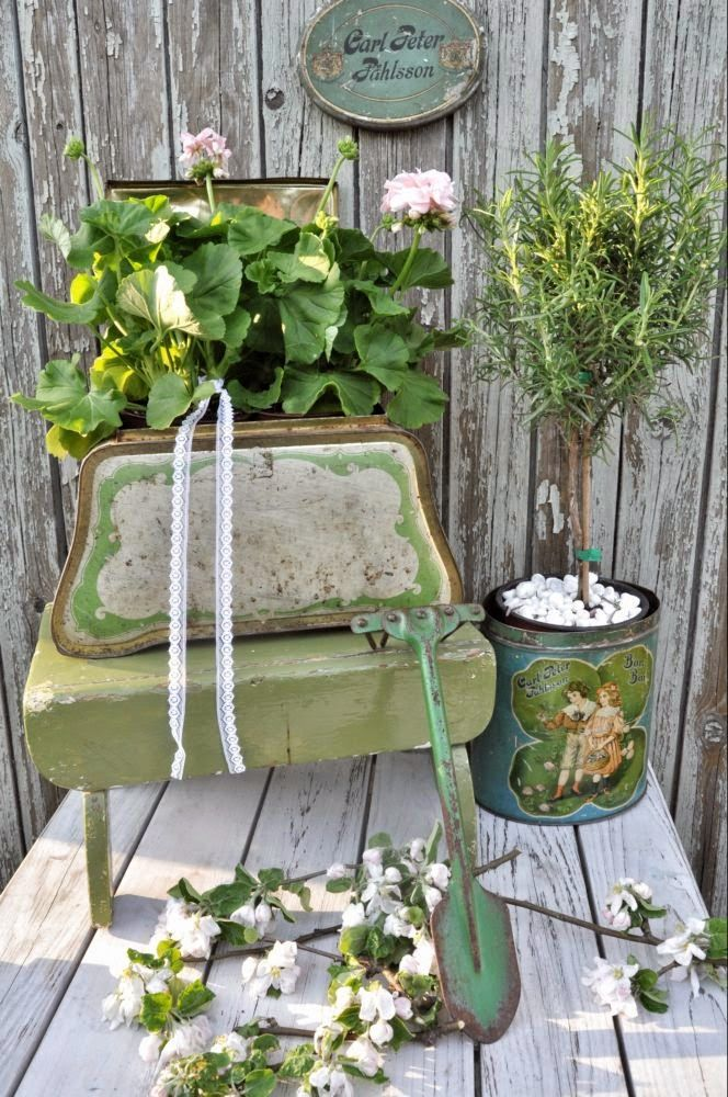 inspiration i vitt gamla pltburkar loving those green tins