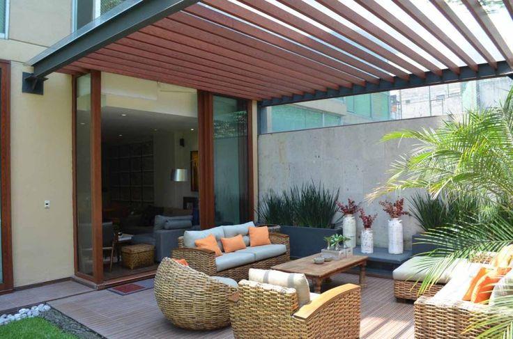 Busca imágenes de Jardines de estilo moderno en translation missing: mx.color.jardines.acabado-en-madera: . Encuentra las mejores fotos para inspirarte y crea tu hogar perfecto.