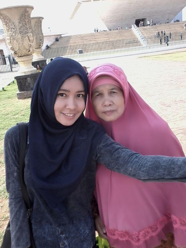 Cawan Monumen Nasional, Indonesia