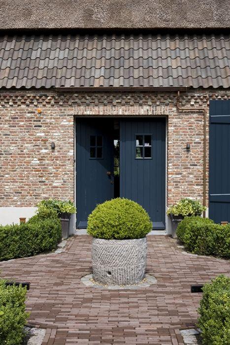 Mooie steen, mooie kleur blauw voor de deuren