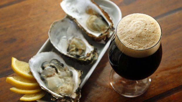 Όχι μόνο λουκάνικα με μπύρα. Για beer  food pairing υπάρχουν λύσεις.