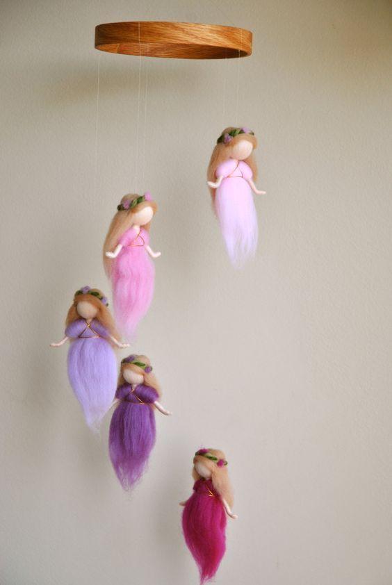 Waldorf ispirato Ago infeltrito mobile: il colore rosa e viola