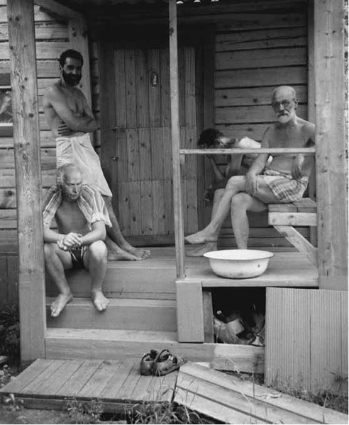 Freud & Jung relaxing with friends at a Turkish banya during a psychoanalysts' retreat , ca. 1907.