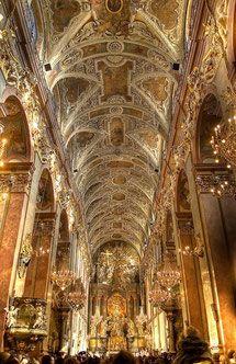 チェンストホーヴァ、ヤスナ・グラ修道院身廊の天井画 ポーランド 旅行・観光の見所を集めました。