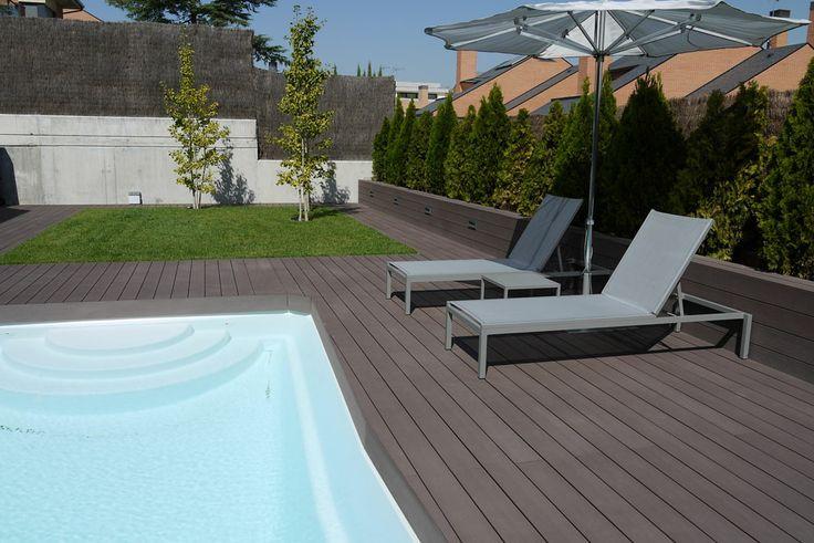 Jard n moderno jard n de bajo mantenimiento madera tecnol gica de exterior pavimento imitaci n a - Pavimento jardin ...