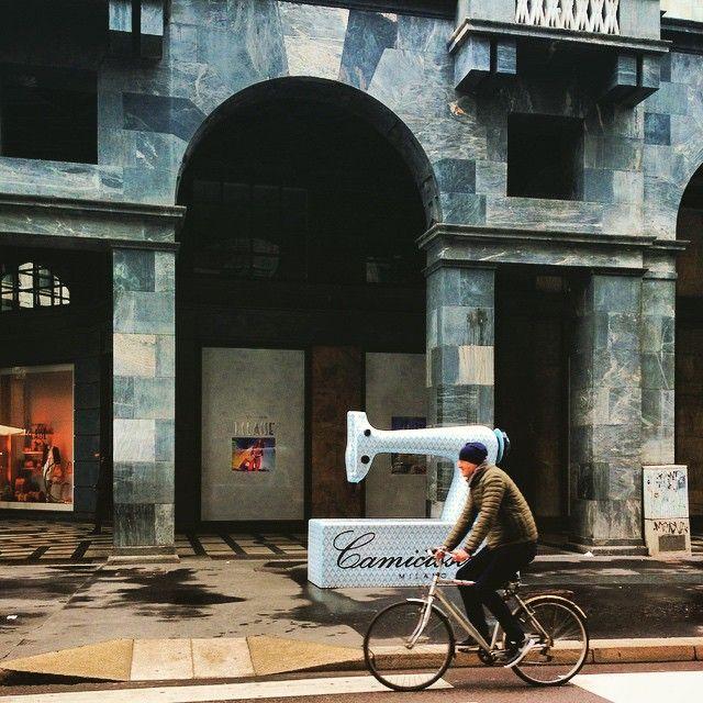 #fashion #Italy #streets #street_art #street_photography #Milan #Milano #cyclist #city #citylife #urban #urbantraveltales #travelblog #travelpics
