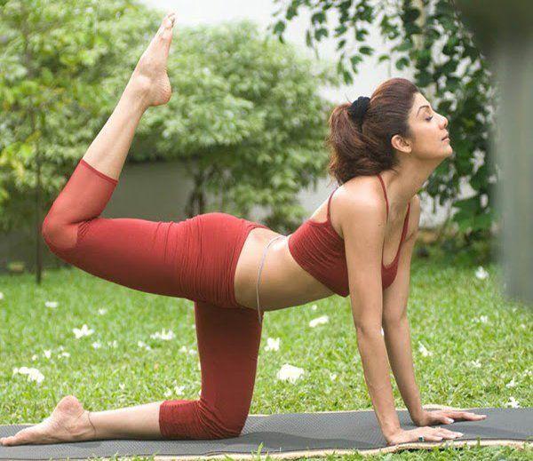 देखे तस्वीरों में यूं करती हैं शिल्पा योगा