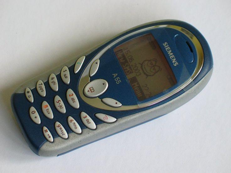 Siemens A55. Handphone baru-baru masuk kuliah :) Awal-awal pdkt sama Stella masih pake hape ini. Rusaknya karena kecelakan di pertigaan demangan :(