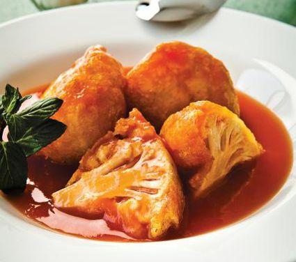 El caldillo de jitomate es un buen acompañante de la coliflor capeada. Ingredientes para 4 personas 1 coliflor 1 kg de jitomate 1 tz de harina de trigo 3 huevos 1/2 lt de aceite vegetal 1/2 cebolla 1 diente de ajo 2 cdas de aceite vegetal 1 1/2 lts de caldo de pollo Sal al gusto …