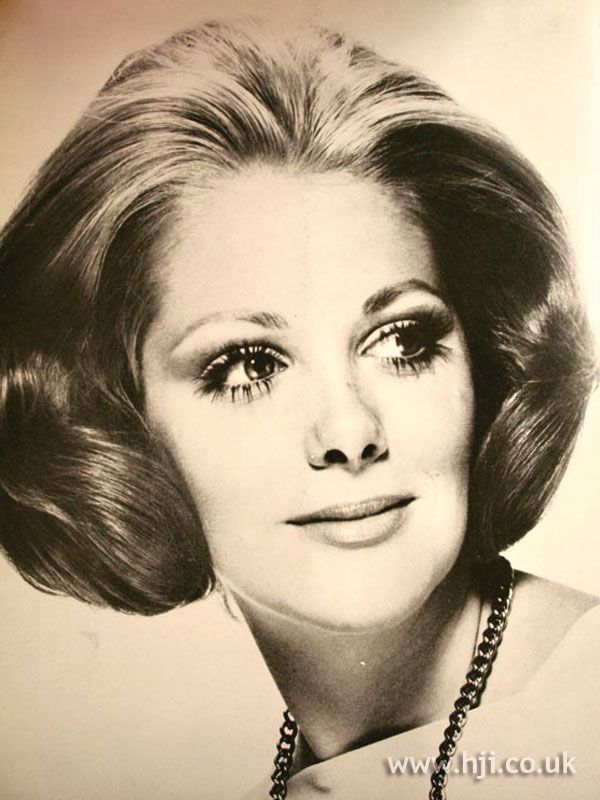 1969 Symmetrical Bob Hairstyle Hairstyle Gallery 1969