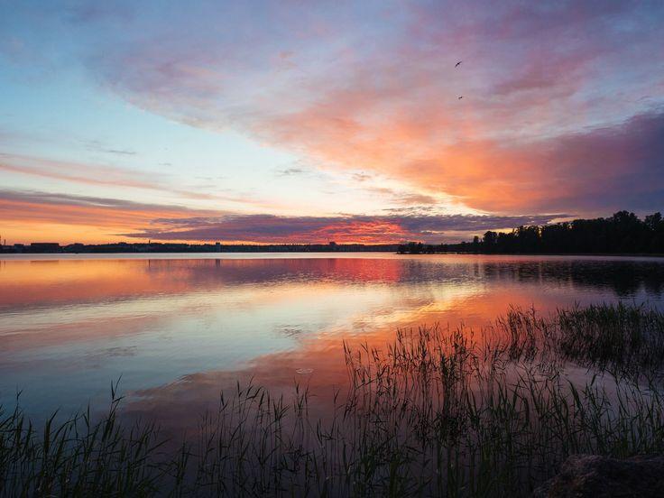 #lake #finnishlakes #discoverfinland #lakesoffinland #deadcalm #calm #tyyni #finland #järvi #järvimaisema #suomenluonto #luonto #outdoors #rantakivet #sunset #auringonlasku #helsinki