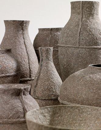 Debbie Wijskamp ontwierp haar eigen materiaal gemaakt van gerecycled papier. Dit materiaal gebruikte ze om een collectie schalen, vazen en andere tafelobjecten mee te ontwerpen. Het resultaat is een serie vederlichte objecten gemaakt van  Papier Mâché, met sinds kort ook een hanglamp gemaakt van hetzelfde materiaal. www.houtmerk.nl