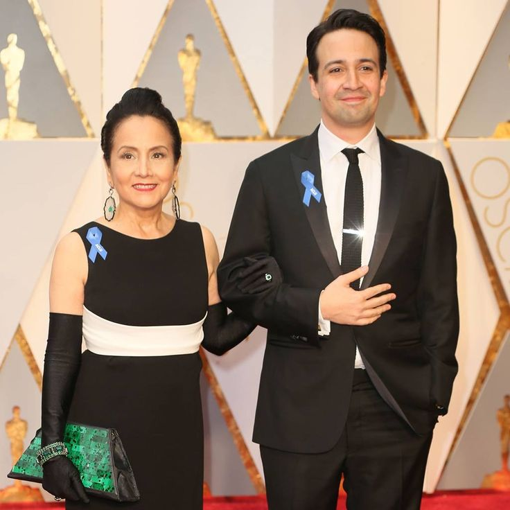 Lin-Manuel Miranda and his mother at the 2017 Academy Awards.