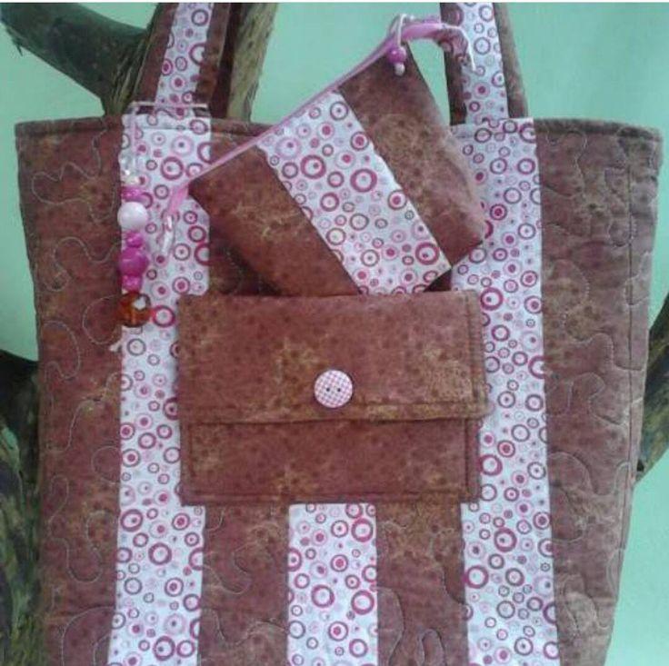 Bolsa marrom e rosa , e várias outras cores, modelos, tamanhos e estampas!!!    Ta querendo aquela bolsa linda ? você encontra aqui!!