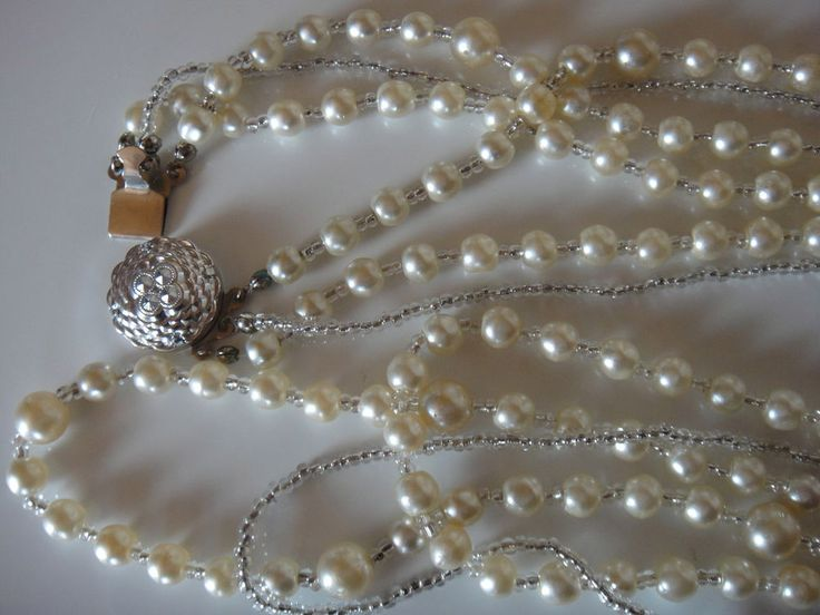 Perlenkette drei reihig,  ein Strang silberfarbigen Zwischenelementen, Vintage