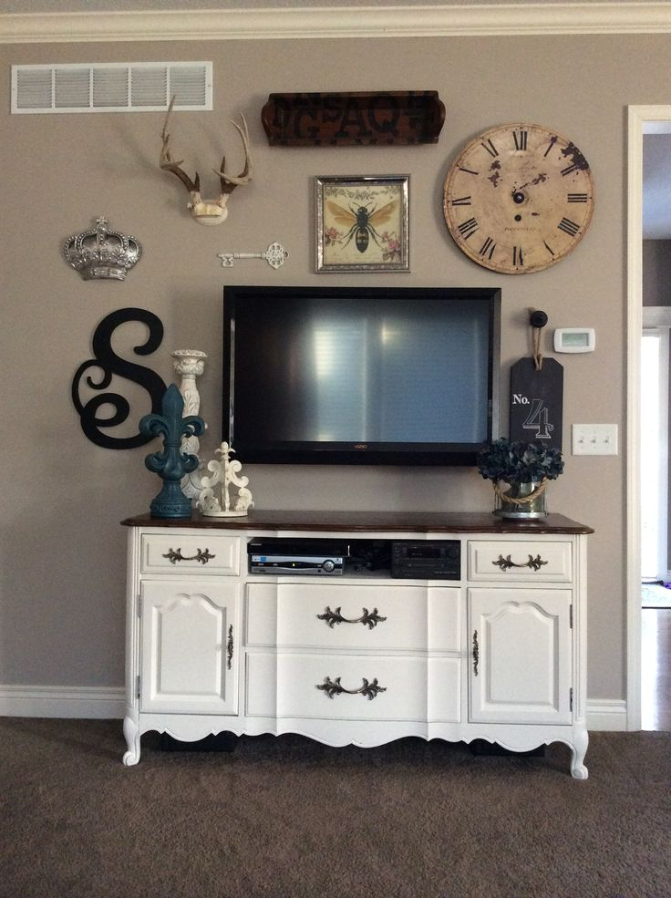 Gallery wall designing around a flat screen TV decor antlers crown create your own gallery wall