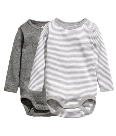Light green. CONSCIOUS. Long-sleeved bodysuits in soft ribbed jersey made from organic cotton with snap fasteners on one shoulder and at gusset.