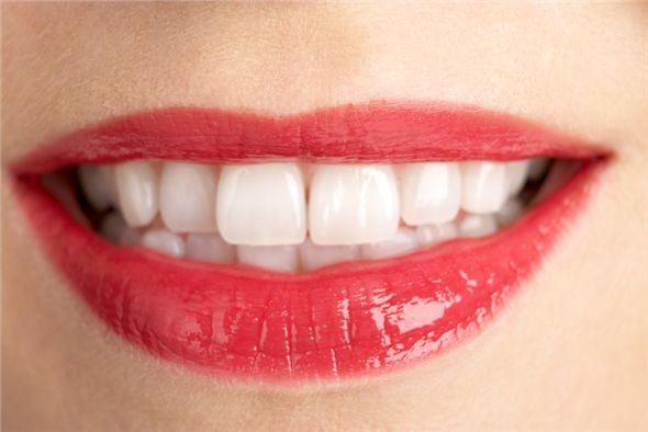 Dişlerinizi ve diş etlerinizi koruyun. Diş çürükleri, diş eti iltihapları ağız kokusunun önemli nedenlerindendir. Ağız içi herhangi bir enfeksiyon bakteri üremesini artıracağı için daima ağız kokusuna neden olur.