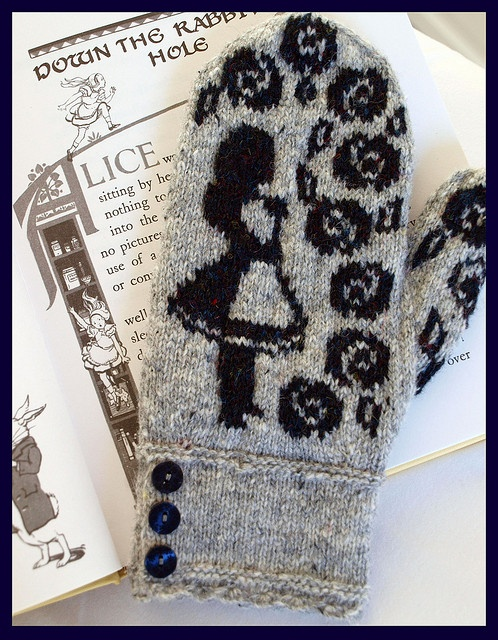 Alice in Wonderland mittens....ravelry