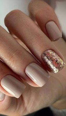 Glitter Accent Nails: Punch Up Your Mani in 7 Easy Ways #glitternail #nails #beauty #nailart #nailideas #gelnail #summernail #springnail
