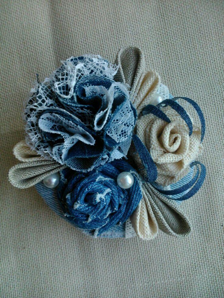 Купить Текстильная брошь - брошь ручной работы, брошь, украшения ручной работы, джинсовый стиль: джинса, льняная ткань, кружево Размер: Диаметр 8 см