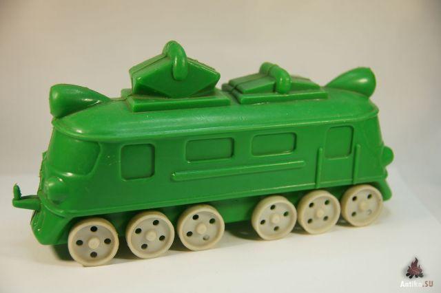 Зелёный локомотив пластмасса. Поиск игрушек, детских книг и настольных игр СССР - http://doska-obyavleniy-detstva.blogspot.ru/