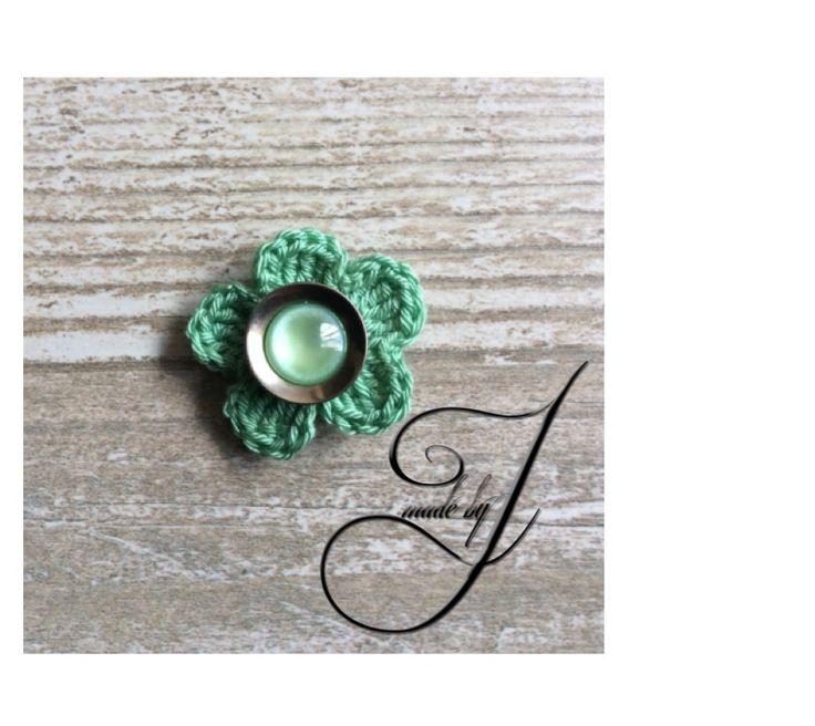 Blossom green Lapel flower/pin