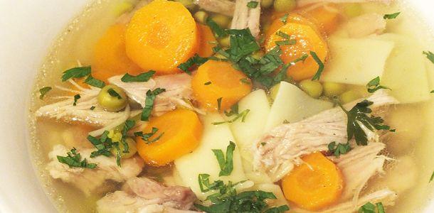 Supa de vitel cu mazăre, morcovi și taietei lati.